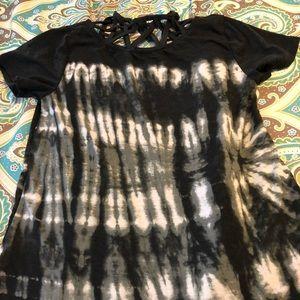 Tye-dye top with neck detail